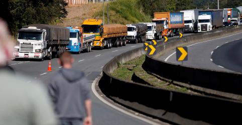 Placeholder - loading - Imagem da notícia Nova tabela sobe frete em 5% e desagrada caminhoneiros e setor produtivo