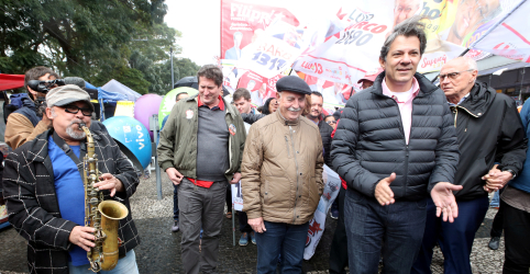 Placeholder - loading - Imagem da notícia 'Bola está na mão do STF', diz Haddad sobre candidatura de Lula