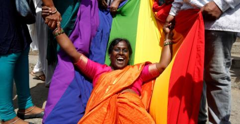 Placeholder - loading - Imagem da notícia Índia revoga proibição de relações sexuais entre homossexuais