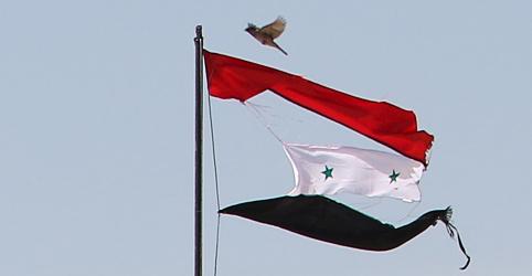 Placeholder - loading - Imagem da notícia Rússia acusa EUA de lançarem bombas de fósforo contra Síria