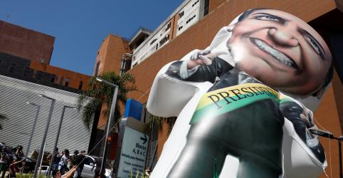 Placeholder - loading - Imagem da notícia Candidato a vice, Mourão diz que quer substituir Bolsonaro em debates