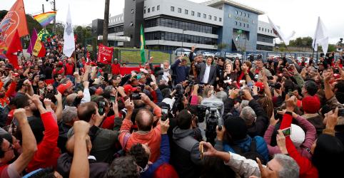 Em carta, Lula diz que tribunais proibiram o povo de votar livremente