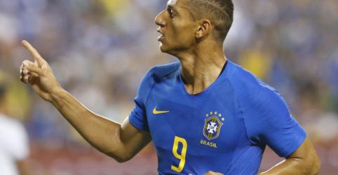 Placeholder - loading - Imagem da notícia Richarlison marca duas vezes em goleada do Brasil por 5 x 0 sobre El Salvador