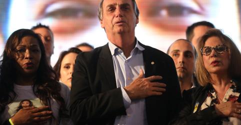 Placeholder - loading - Imagem da notícia Bolsonaro lidera com 26,6% de apoio e 4 disputam 2º lugar, aponta Paraná Pesquisas