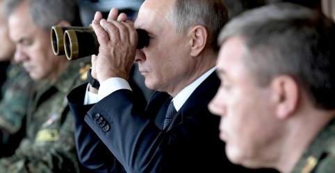 Placeholder - loading - Imagem da notícia Putin inspeciona jogos de guerra da Rússia e promete fortalecer o Exército