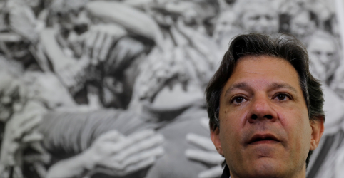 Placeholder - loading - Imagem da notícia Temos de levar informação ao eleitor após trauma de impedimento de Lula, diz Haddad