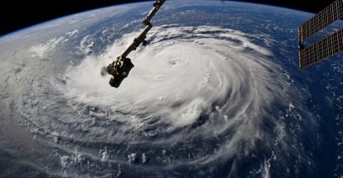 Placeholder - loading - Imagem da notícia Furacão Florence provoca fortes chuvas nos EUA antes de atingir o continente