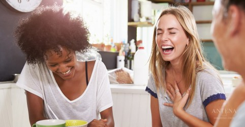Placeholder - loading - Imagem da notícia A importância da risada no cotidiano, segundo estudos