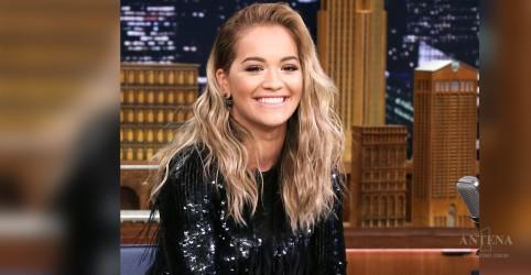 """Placeholder - loading - Imagem da notícia Confira """"Last Christmas"""" na voz de Rita Ora"""