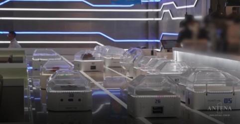 Placeholder - loading - Imagem da notícia Restaurante de Xangai usa robô como garçom