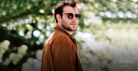 Placeholder - loading - Antena 1 produz cover de Elvis Presley para o mês dos namorados