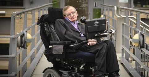Placeholder - loading - Imagem da notícia Discos preferidos de Stephen Hawking
