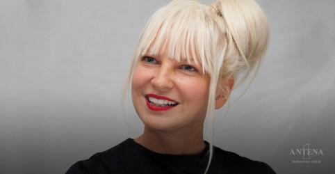 """Sia lança """"Out There"""", faixa para série da BBC"""