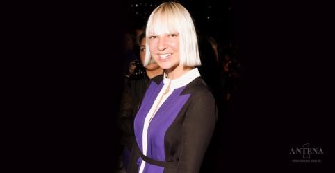 Placeholder - loading - Imagem da notícia Sia libera clipe de sua primeira canção natalina
