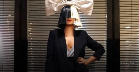 Sia comemora quase uma década de sobriedade