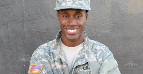 Placeholder - loading - Imagem da notícia Otimismo pode proteger soldados contra dores crônicas, aponta estudo