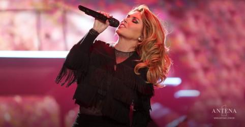 Placeholder - loading - Imagem da notícia Shania Twain lança faixa natalina; ouça