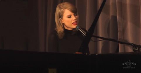 Placeholder - loading - Taylor Swift emociona Jimmy Fallon em apresentação