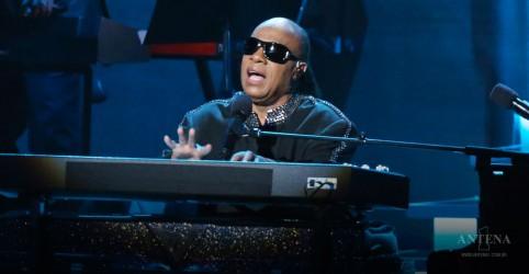 Placeholder - loading - Imagem da notícia Stevie Wonder no funeral de Aretha Franklin