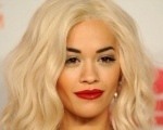 Próximo disco de Rita Ora contará com parceria de Ed Sheeran Background