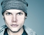 "Confira ""Waiting For Love"", novo single do DJ AVICII Background"