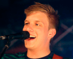 Placeholder - loading - George Ezra participou do talk show de James Corden nos EUA Background