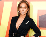 Jennifer Lopez representa o mundo da música no MTV Movie Awards