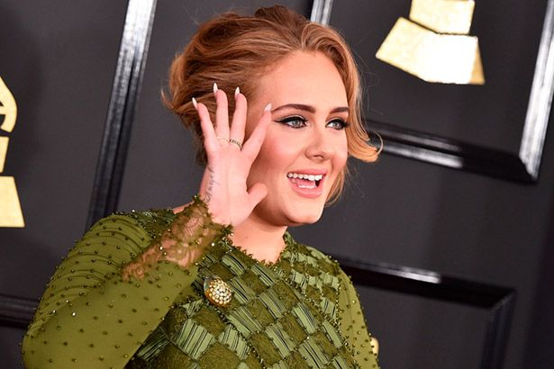 Adele sobe na Billboard após Grammy Awards Background