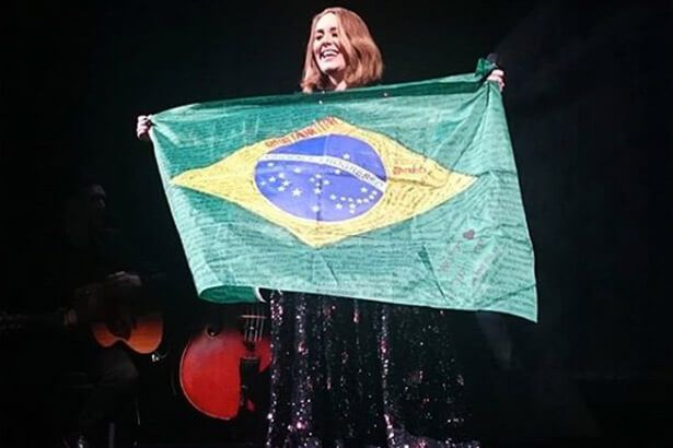 Placeholder - loading - Adele no Brasil em 2017 Background