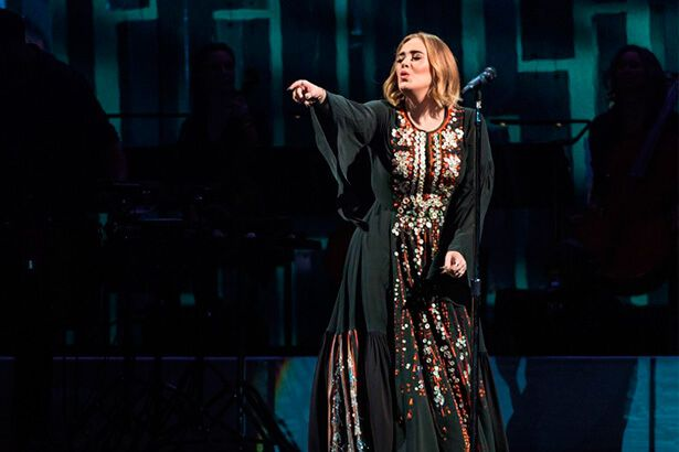 Adele pode ser atração do Super Bowl 2017 Background