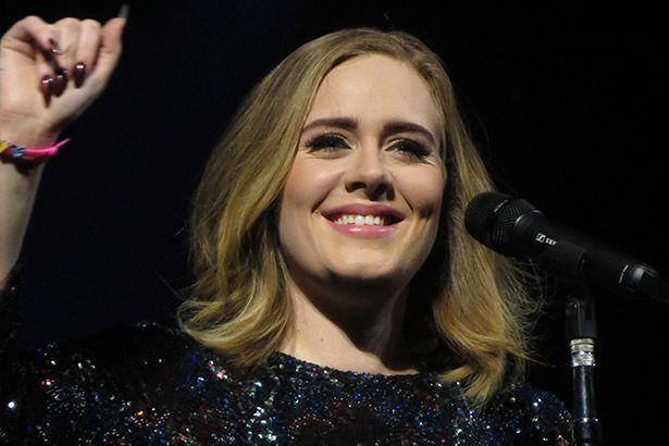 Adele revela que pretende vir ao Brasil Background