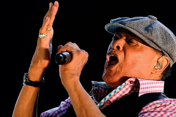 Relembre sucessos de Al Jarreau Background