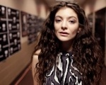 Lorde é homenageada por museu Madame Tussauds com estátua de cera Background