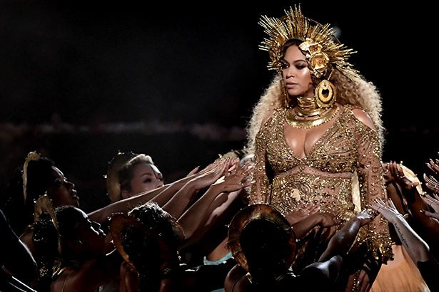 Além de performance no Grammy, Beyoncé libera clipes inéditos Background