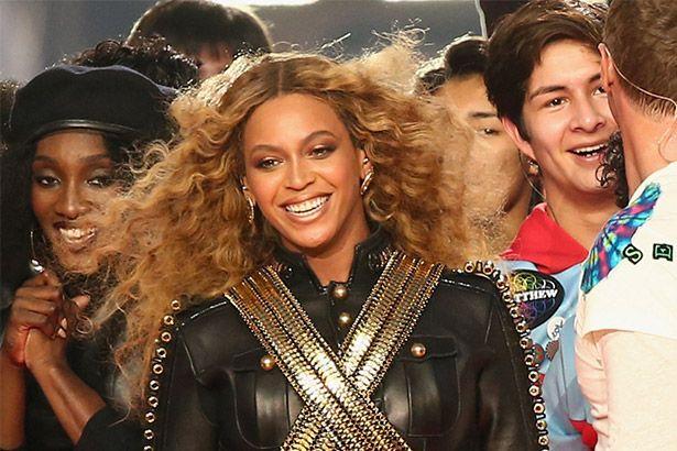 Beyoncé homenageia Prince em show Background