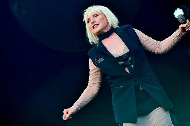 Blondie estreia mais uma canção inédita Background