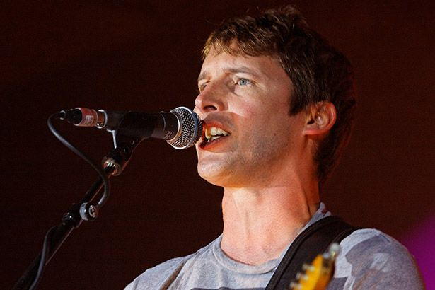 Assista a prévia de novo clipe de James Blunt Background