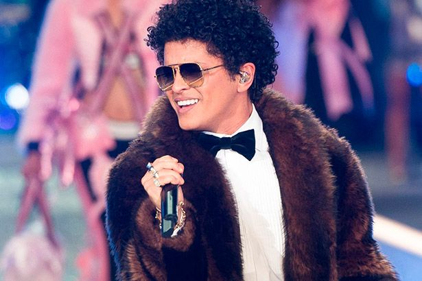 Placeholder - loading - Bruno Mars faz doação para vítimas de crise hídrica Background