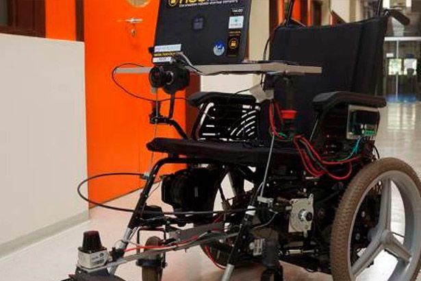Placeholder - loading - Imagem da notícia Cadeira de rodas é movida por expressão facial