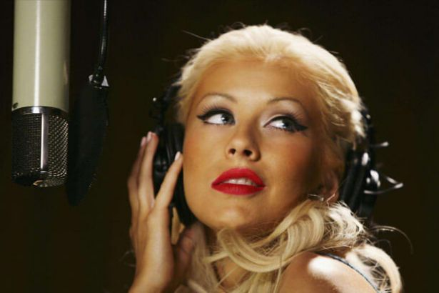 Christina Aguilera lança novo single; confira Background