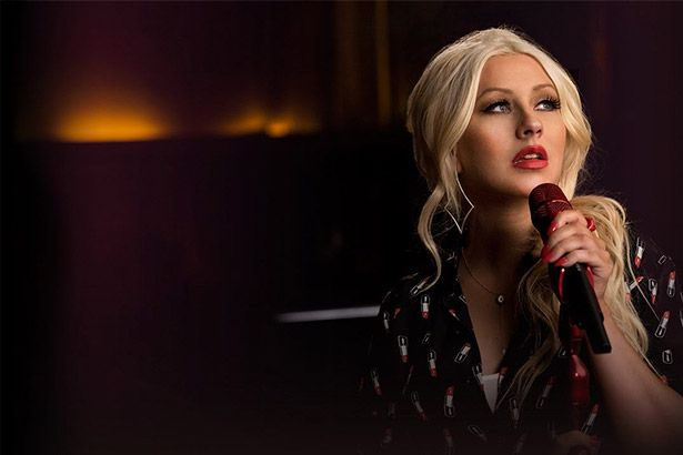 Christina Aguilera faz performance com faixas de Beyoncé, Whitney Houston, entre outras; confira Background