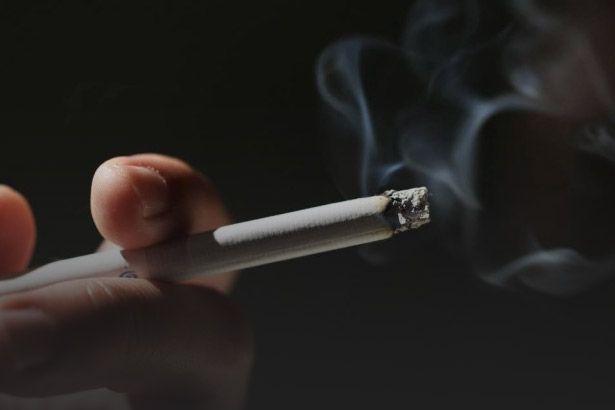 Fumar não prejudica apenas o pulmão; veja os malefícios do hábito Background