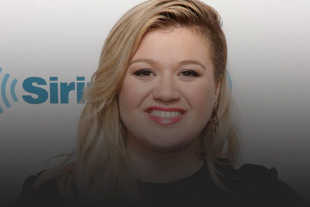 Kelly Clarkson pode ser jurada do American Idol Background