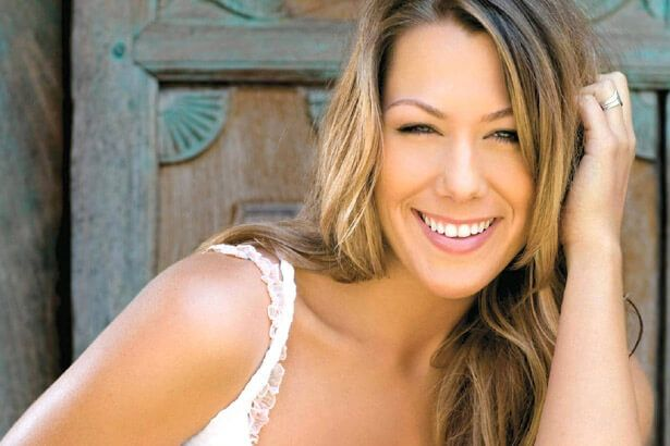 Colbie Caillat anuncia novo disco Background