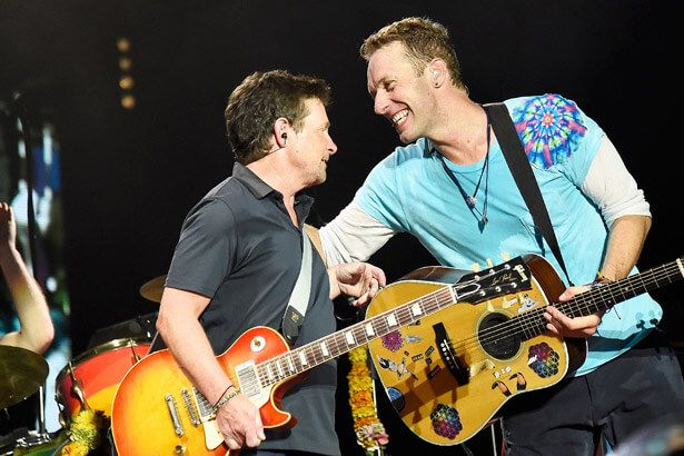 "Coldplay recria cena do filme ""De Volta Para o Futuro"" com Michael J. Fox"