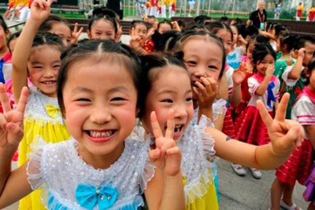 Casais chineses finalmente podem ter o segundo filho Background