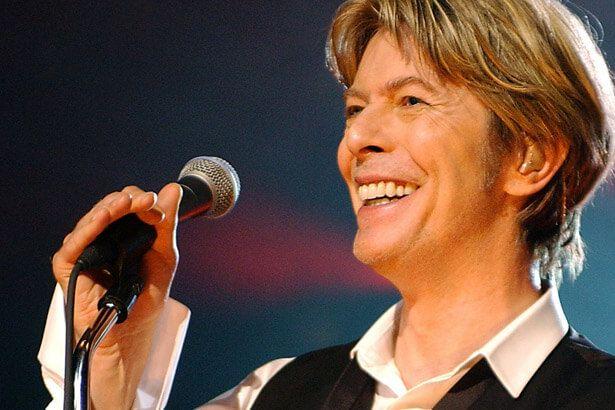 Itens de arte de David Bowie serão leiloados Background