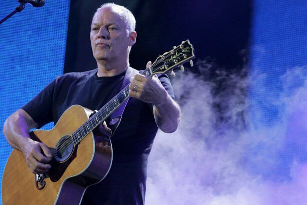 David Gilmour faz performance de clássico do Pink Floyd Background