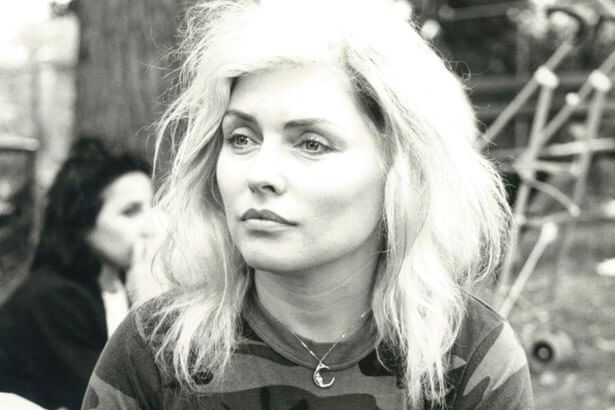 Debbie Harry comemora 71 anos Background