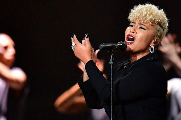 Placeholder - loading - Assista a emocionante apresentação de Emeli Sandé no Brit Awards Background
